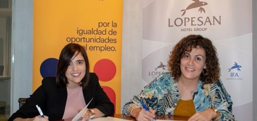 Patricia Muñoz, directora de proyectos de Fundación Randstad en Canarias, y Paula Cantero, directora de RRHH del Grupo Lopesan